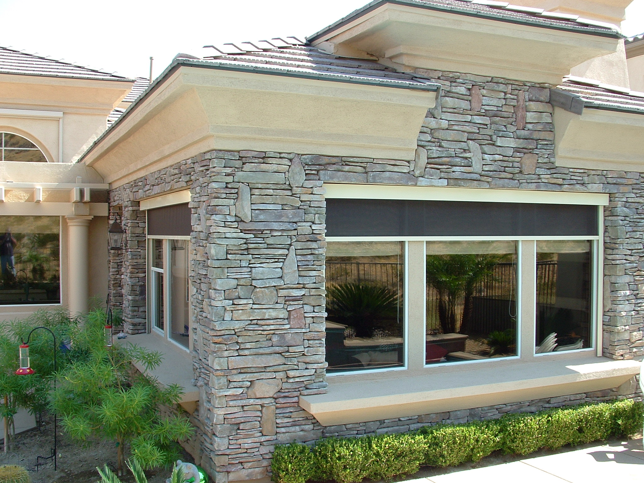 Using the finest materials available, exterior shade units are custom built to your measurements.